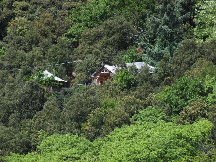 Vue de la cabane à partir de la route